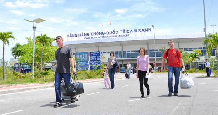 Sân bay Quốc tế Cam Ranh cạnh Golden bay