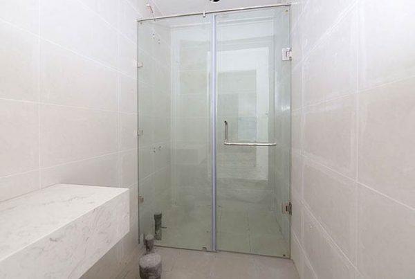 Lắp đặt cửa kisng phòng tắm Block Southern tầng 7-16 dự án Saigon Mia