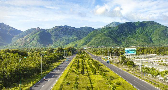 Đường Nguyễn Tất Thành - Golden bay Cam Ranh